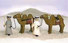 Kameltreiber und Kamel mit Paketen