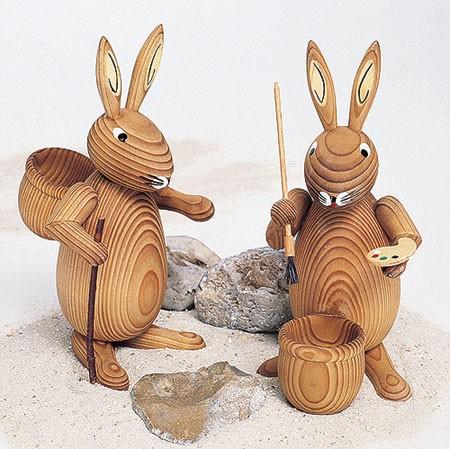 Osterhasenpaar mit Eierbecher