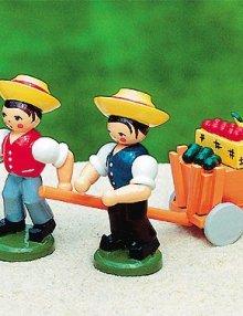Erntewagen mit 2 Jungen
