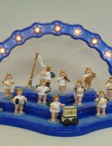 Engel mit Melodika, mit Krone