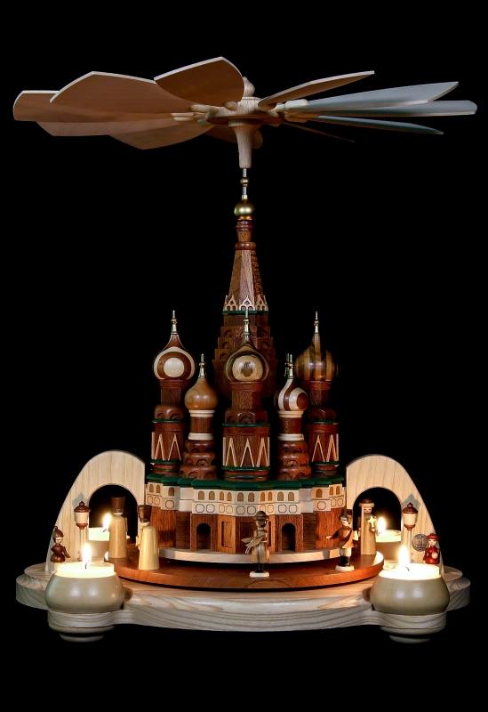 """Pyramide, """"Basilika-Kathedrale"""" mit historischen Figuren"""