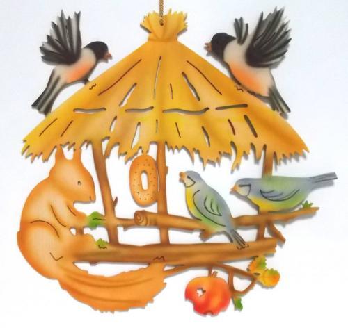 Fensterbild Vogelhaus mit Eichhörnchen, farbig