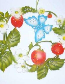 Fensterbild Schmetterling mit Erdbeeren, farbig