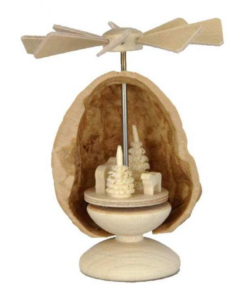 Miniatur Pyramide Schafe in Nussschale