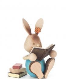 Osterhase Stupsi mit Büchern