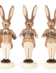 Hasentrio mit Ziehharmonika, Flöte und Trompete natur