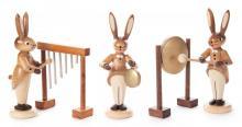 Hasentrio mit Glockenspiel, kleinem und großem Gong, natur