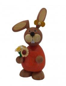Osterhäsin stehend mit Blumenstrauß