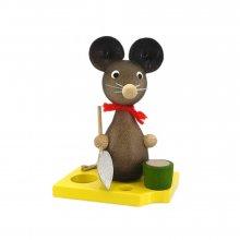 Mäusekind mit Schaufel und Eimer
