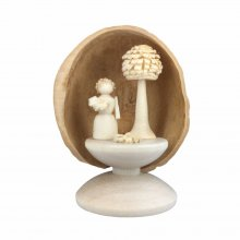 Miniatur Blumenkind in Walnussschale, stehend