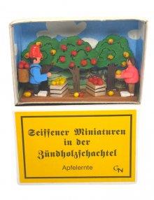 Zündholzschachtel - Apfelernte